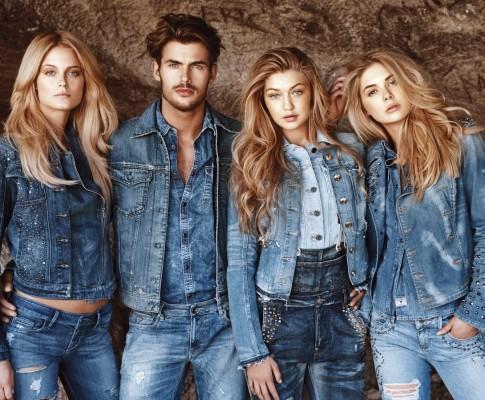 Najmodniejsze jeansowe stylizacje